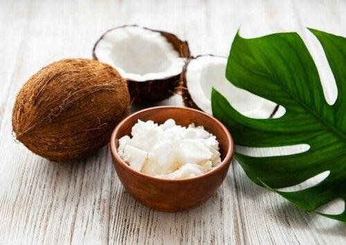 Coconut can help rejuvenate eye contours.