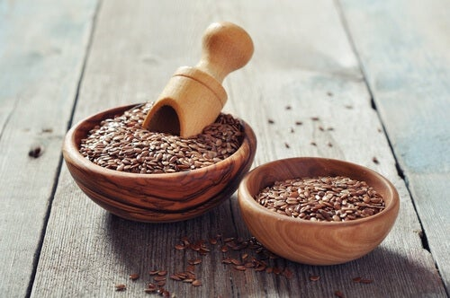 flax seeds in bowls