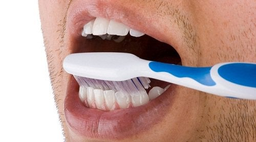 Get rid of dental plaque by brushing your teeth