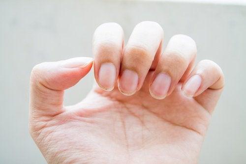 warnings of intestinal problems: weak nails