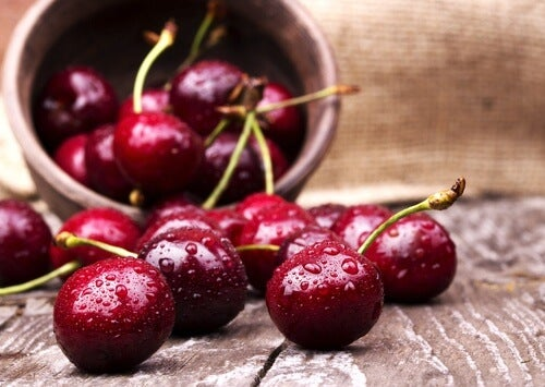 red cherries to reduce uric acid