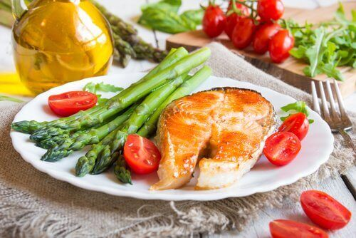 Fish with asparagus.