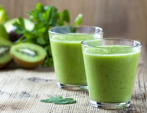 Smoothie met appel en kiwi