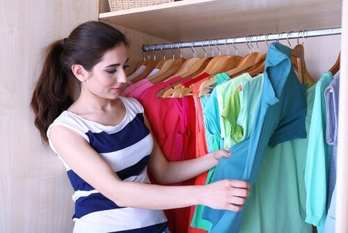 5 Tricks to Fold Clothing and Have More Space in Your Wardrobe