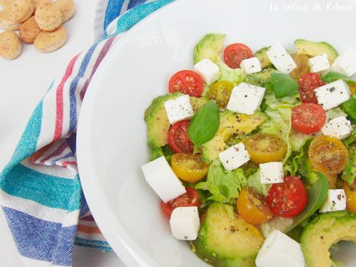 low-calorie salad with avocado, cheese, and tomatoes