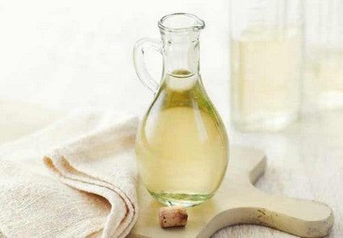white vinegar bottle for nail home treatment