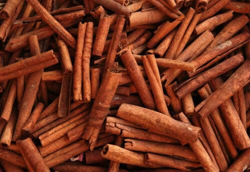A bunch of cinnamon.