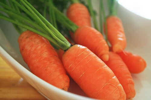 Easy, Cleansing Carrot Smoothies