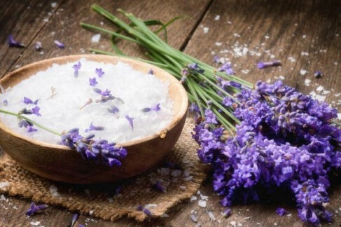 Softening calluses with lavender oil and baking soda