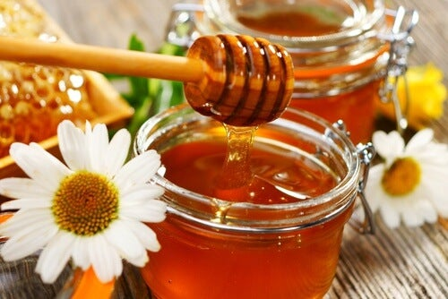 natural honey to treat keloid scars