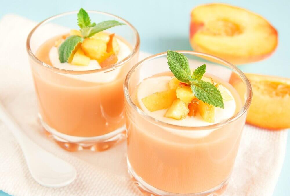 Fersken og mandelmaelk smoothie