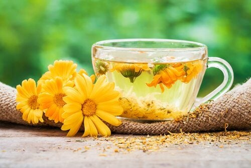 marigold tea to reduce menopause hot flashes