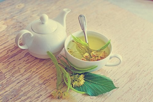 linden flower tea to reduce menopause hot flashes