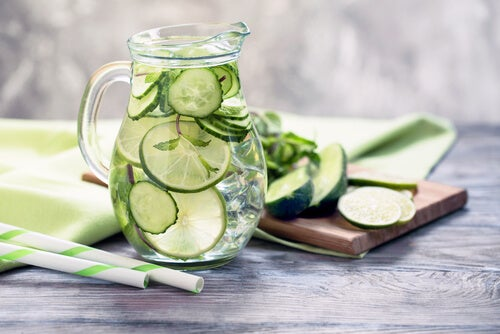 One of the benefits of cucumber juice is to help weight loss