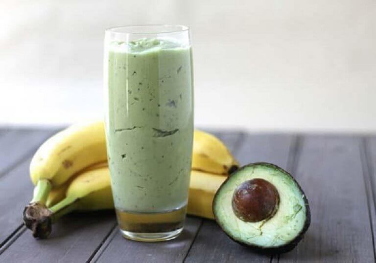 Green tea, avocado and banana smoothie