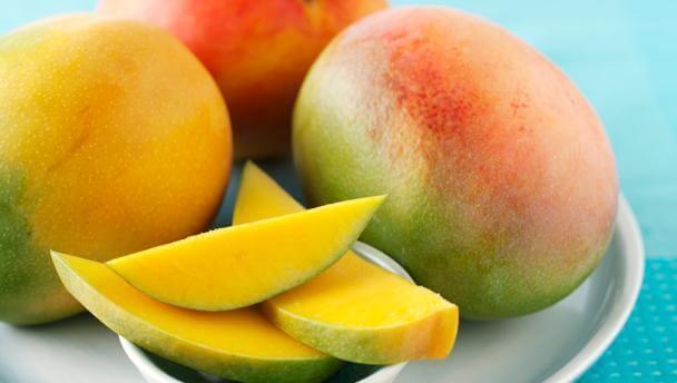 Mango i skivor och hel