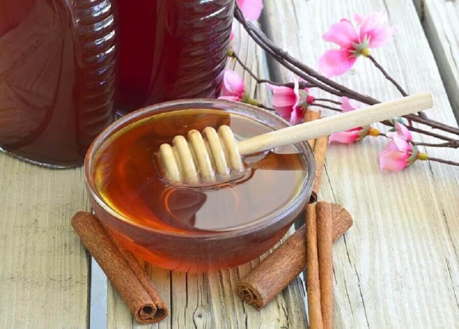 기관지염 증상을 완화하는 5가지 자연요법 꿀과 계피