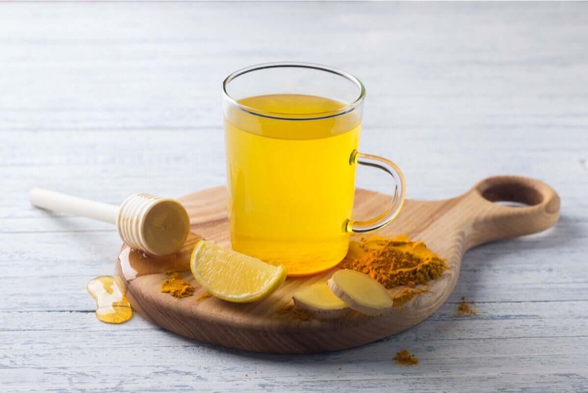 Curcuma tea with lemon and ginger.