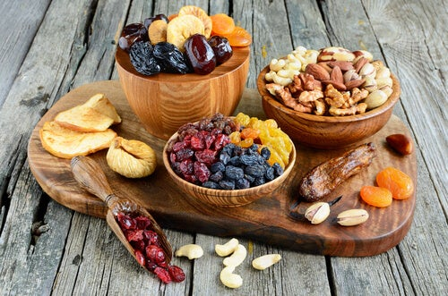 Prevent flabbiness with dried fruits and nuts