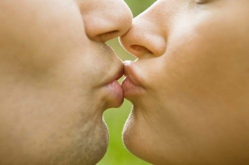 Couple kissing on the lips