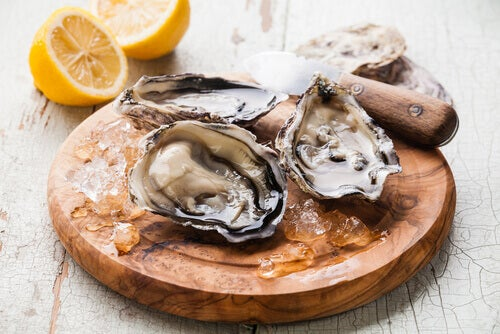 Raw oysters and molluscs