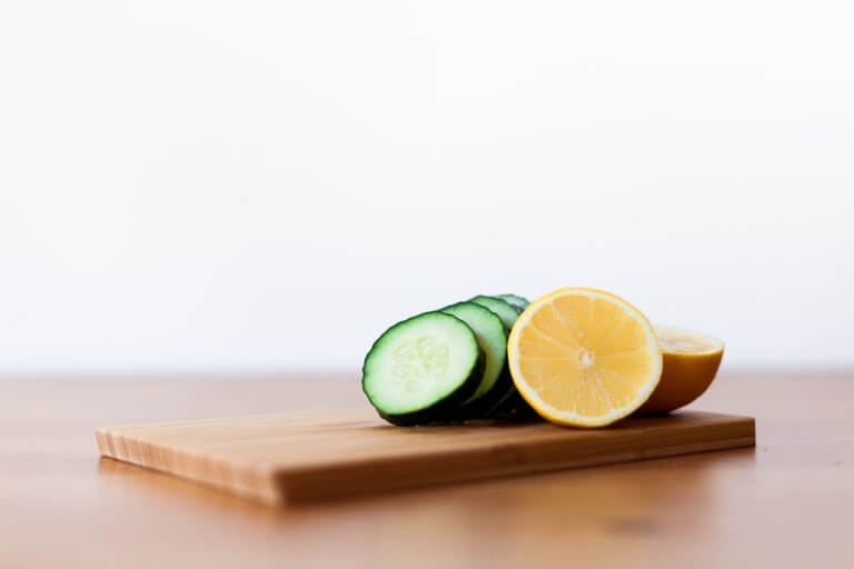Cucumber lemon peel-off gelatin masks