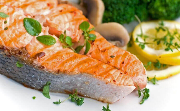 Salmon fillets scented with lemon