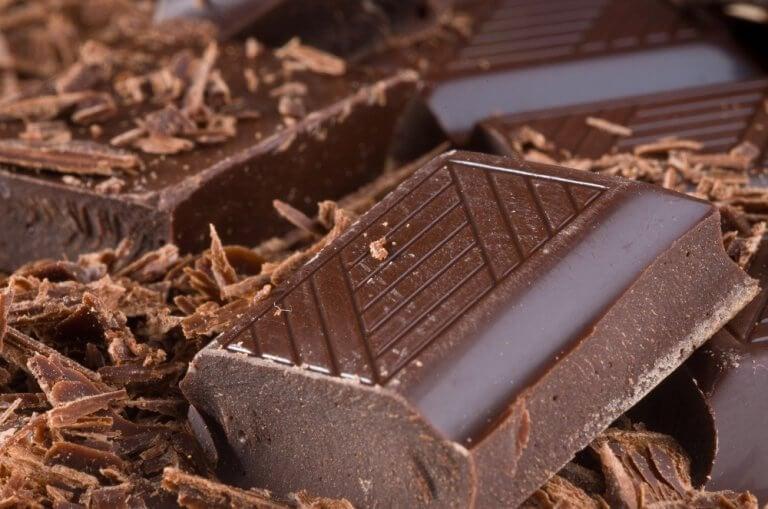 1. 기분이 좋아지게 하는 다크 초콜릿