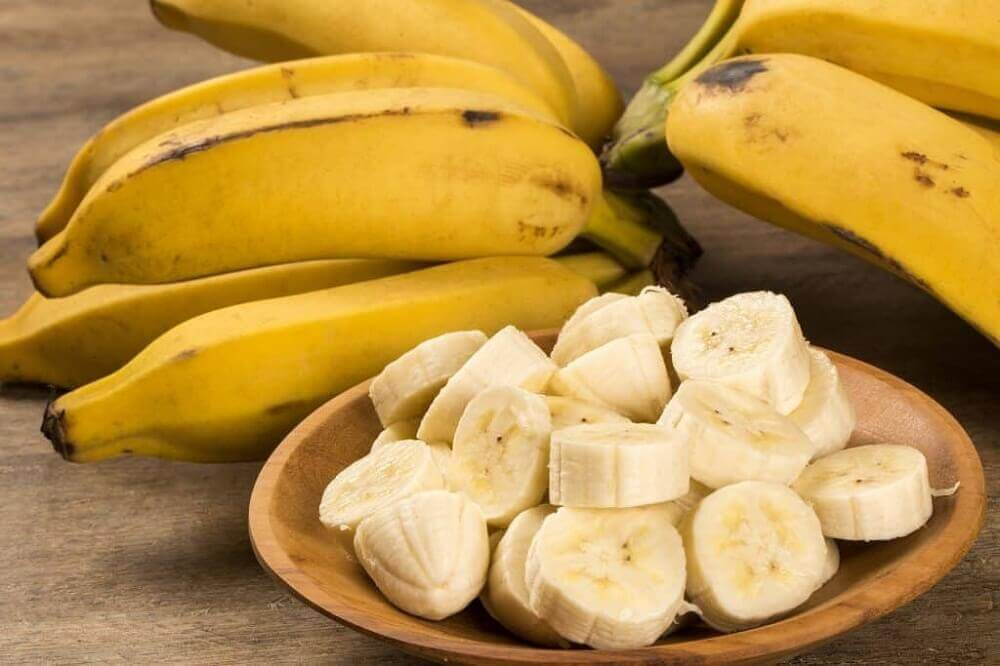 Treat acne scars with banana and honey