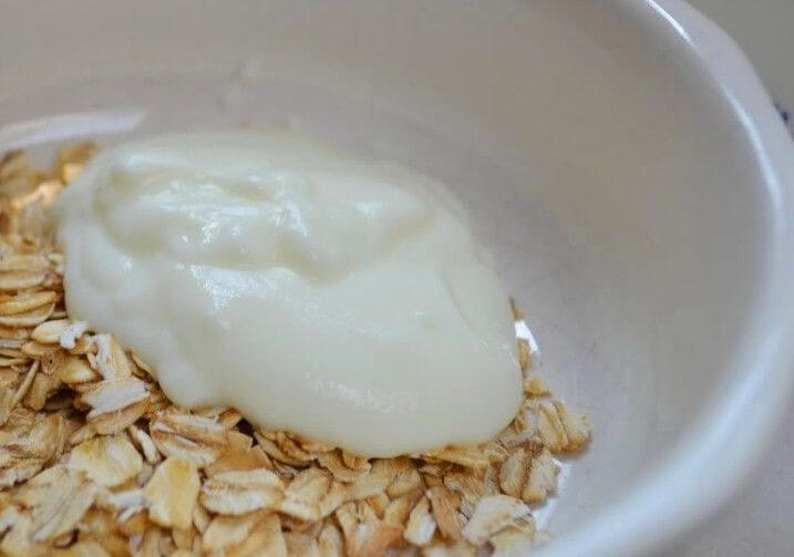 Oats and yogurt can treat severe constipation.
