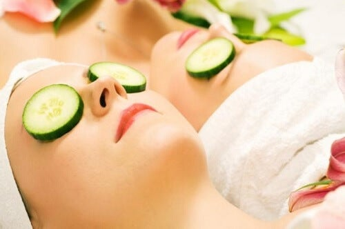 Treat skin blemishes with cucumber