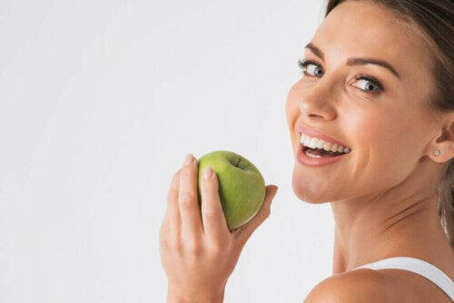 Green apples can prevent bad breath.