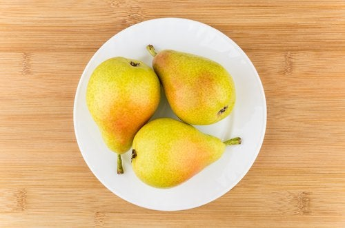 pears on plate