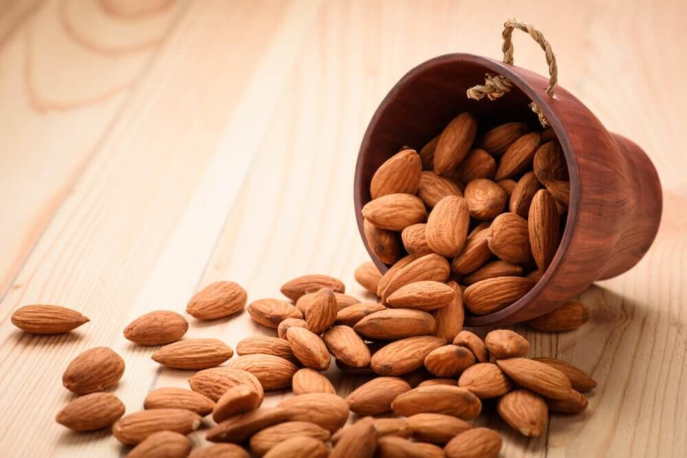 How Your Body Benefits From Four Almonds Everyday