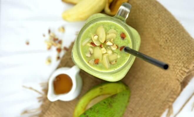 Avocado and nut smoothie