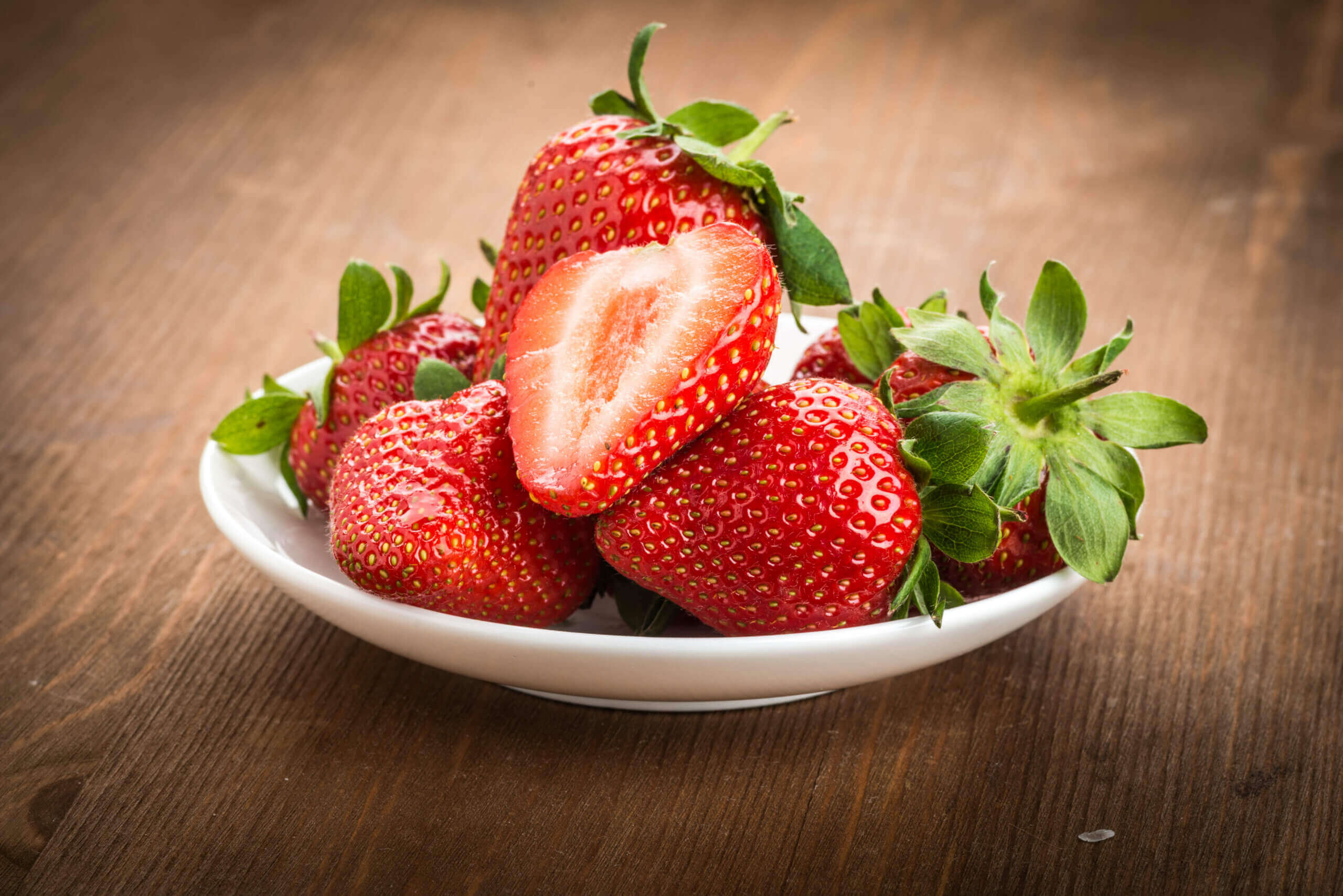 A plate of fresh strawberries.