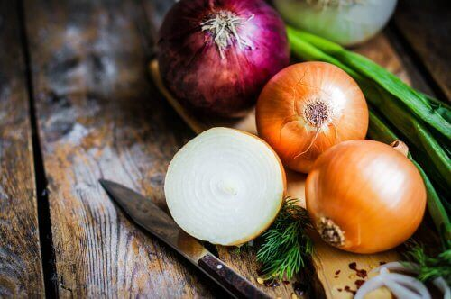 onions cut up on a table; drinks to soothe voice loss