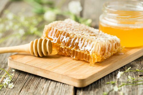 Fight Cold and Flu Symptoms with honey