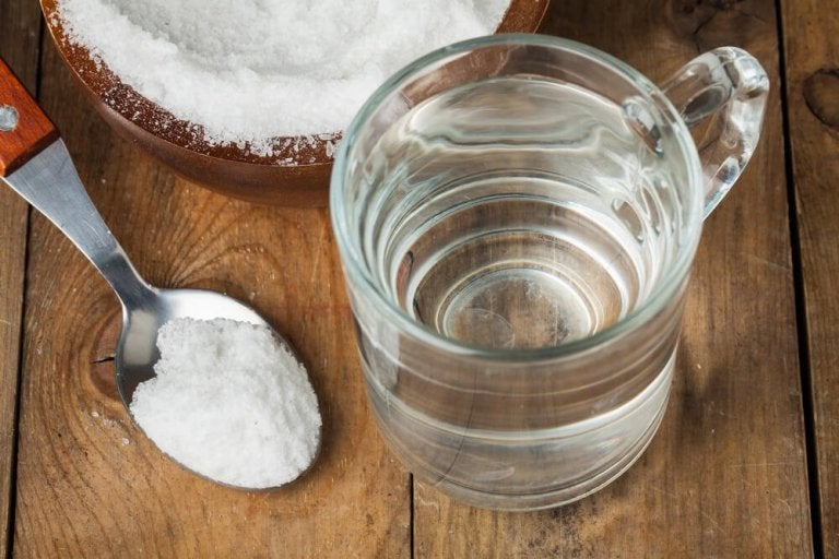Gargling Baking Soda and Water: The Perfect Throat Cleansing Solution