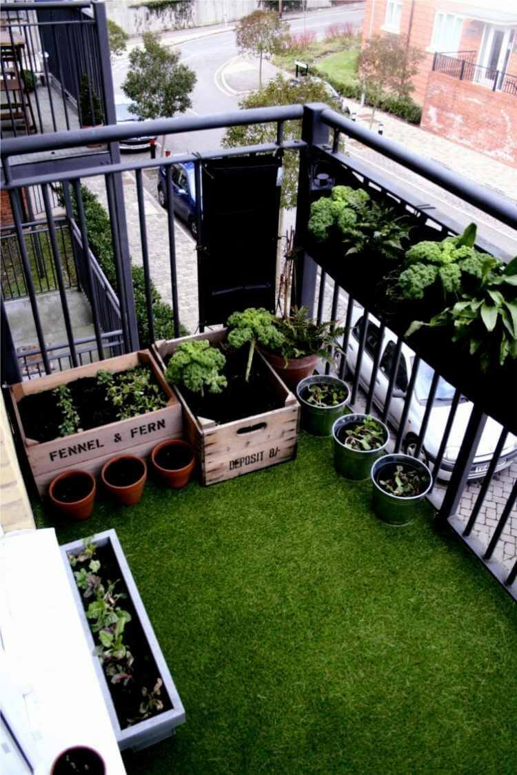 Balcony with Garden and Artificial Turf