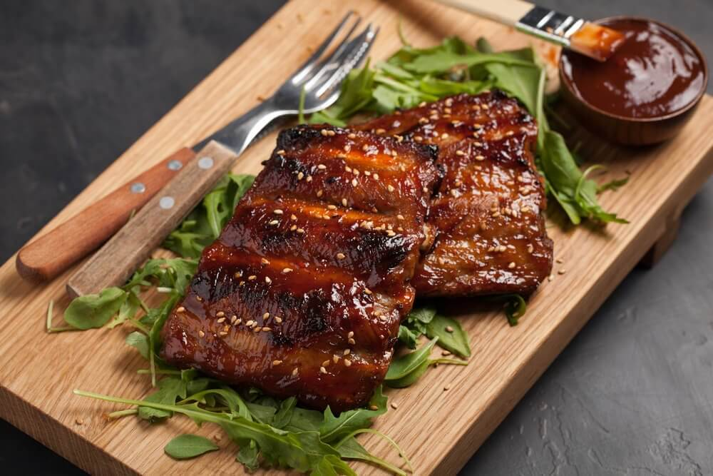 Caramelized ribs with plantains