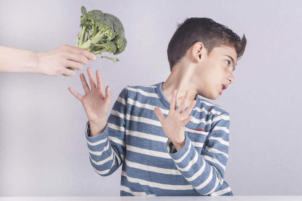 child refusing broccoli