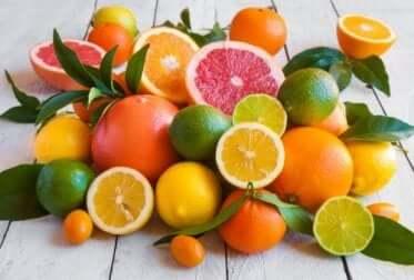A few fruits rich in vitamin C.