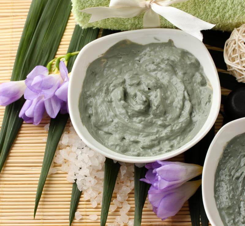 Improve facial acne with green clay.