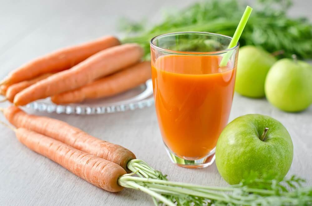 Apple, carrot and orange smoothie