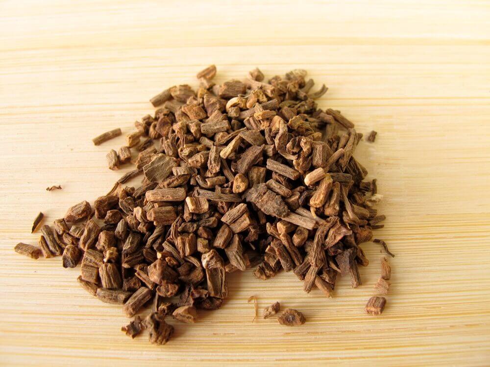 폐경기에 좋은 5가지 천연 재료 발레리안 뿌리