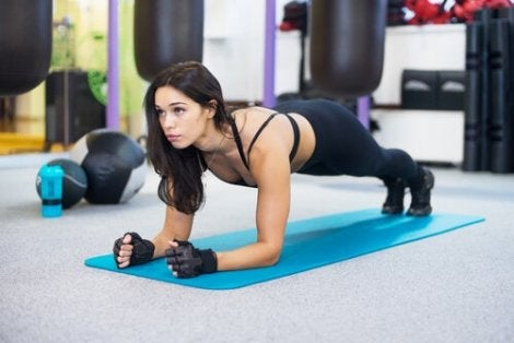 A woman doing crunches.