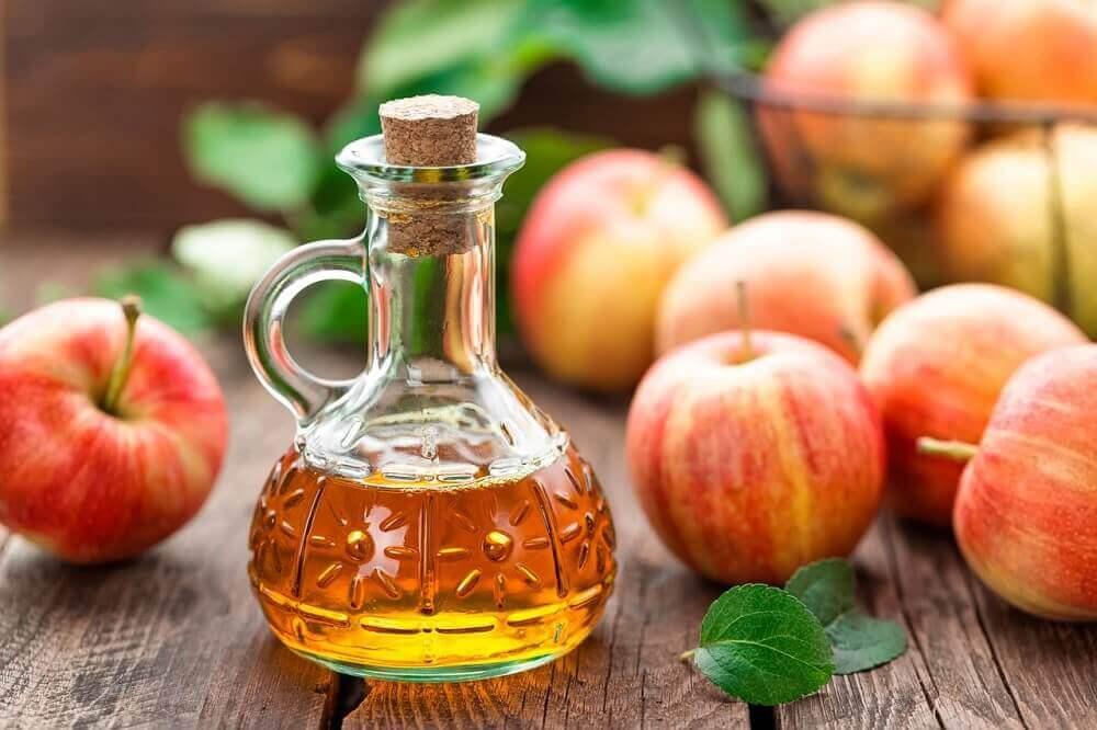 Repel flies with apple cider vinegar
