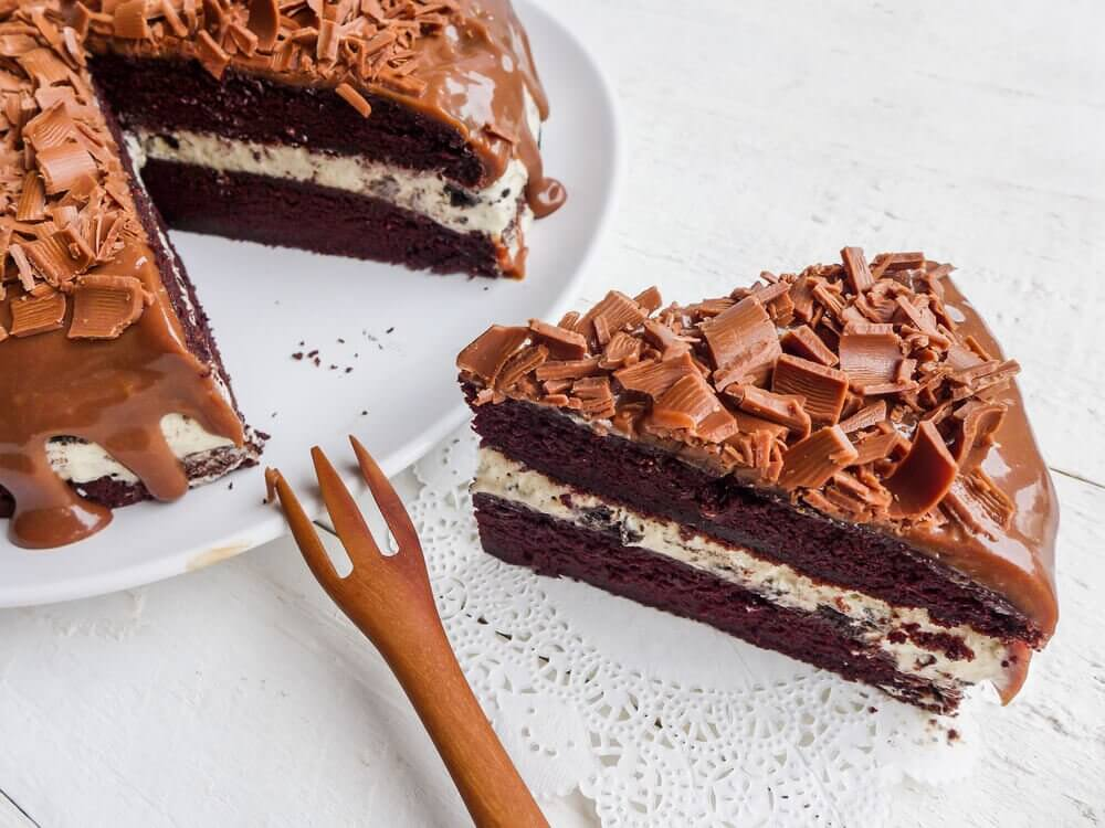 Chocolate cake with walnuts and almonds