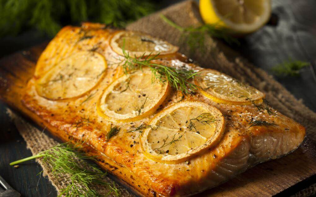 Salmon in lemon and dill sauce